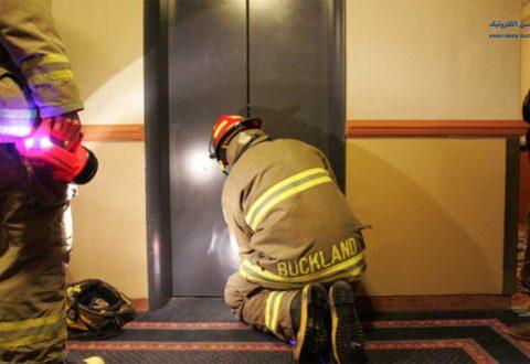 موقع-گیر-کردن-در-آسانسور-چه-کار-کنیم؟